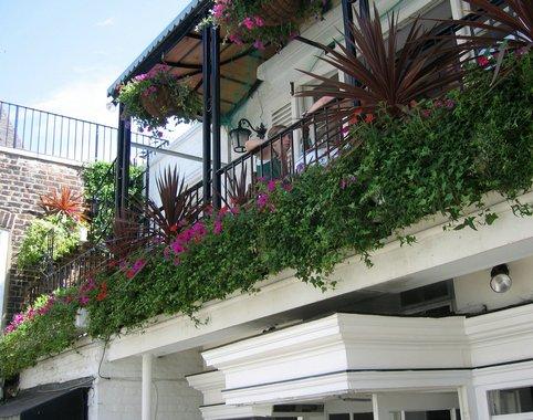 A virágos erkély titkai